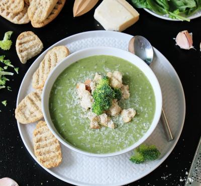 Zupa brokułowa ze szpinakiem i mascarpone