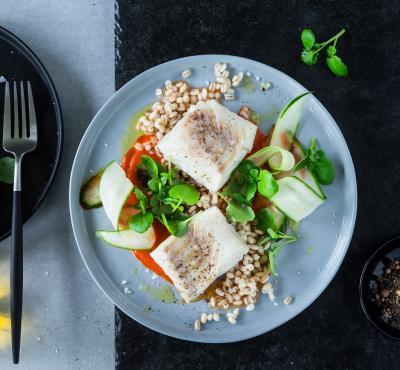 Ryba na parze z komosą ryżową z warzywami