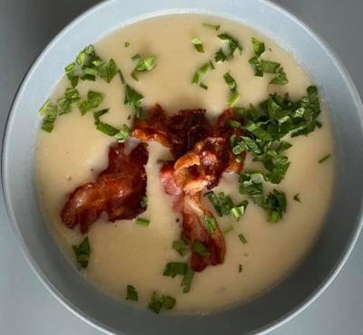 Zupa selerowa z kokosem i boczkiem