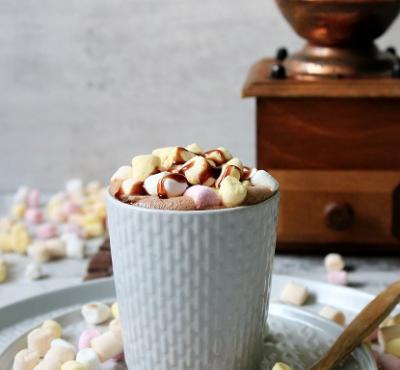 Czekolada na gorąco z piankami marshmallow