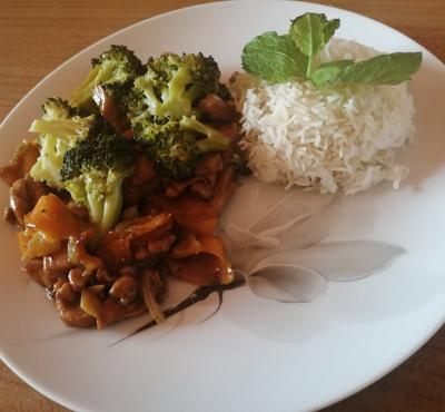 Kurczak w miodowym sosie teriyaki z warzywami