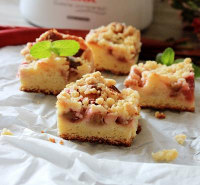 Ciasto drożdżowe z kruszonką i rabarbarem