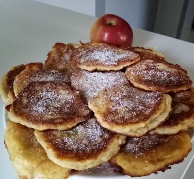 Racuchy drożdżowe z jabłkami