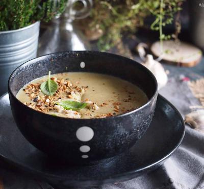 Łatwa zupa brokułowa z zieloną pastą curry