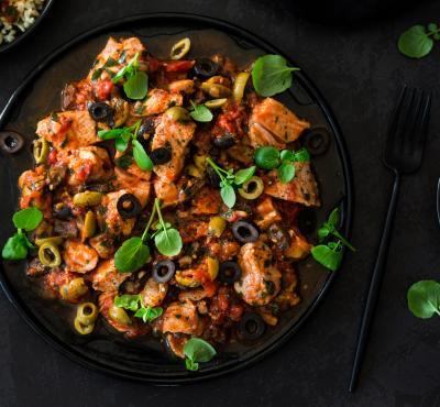Duszona cielęcina z pomidorami i oliwkami