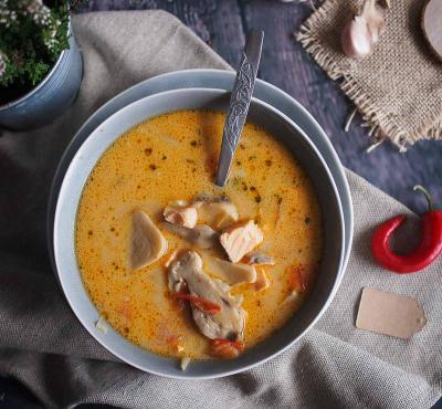 Pikantna zupa grzybowa z łososiem