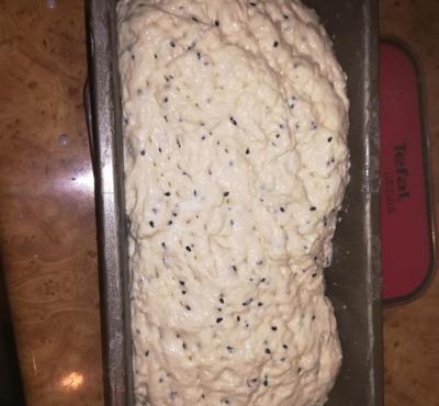 Chleb pszenny z czarnuszką.